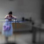 """""""Impaziente scruta la  scena prima di esibirsi"""", opera fotografica ai sali d'argento, cm 100x70, 2009 1.200 €"""