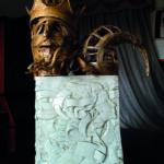 'Io re magio', scultura lignea e porcellana, cm elementi antropomorfi 3,5x25x35, porcellana 43x28x35, 2003   € 8.250